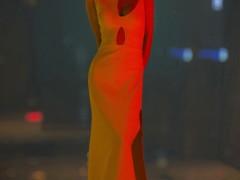 王子文一袭镂空长裙复古优雅 光影间尽显独特气质