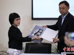 日本友人在南京捐赠南京大屠杀幸存者影像资料