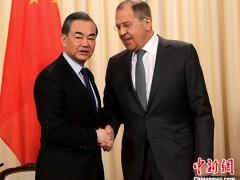 """王毅:坚持实现半岛无核化与建立半岛和平机制""""双轨并进"""""""